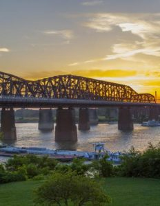 Depiction of the bridge connecting Arkansas and Tennessee.
